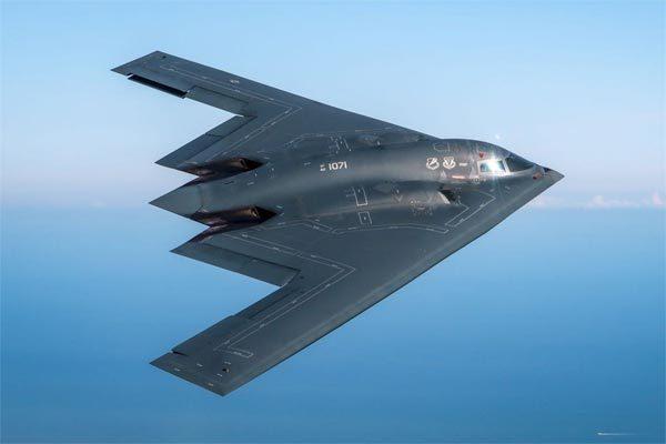 Sức mạnh hủy diệt của máy bay ném bom tàng hình B-2