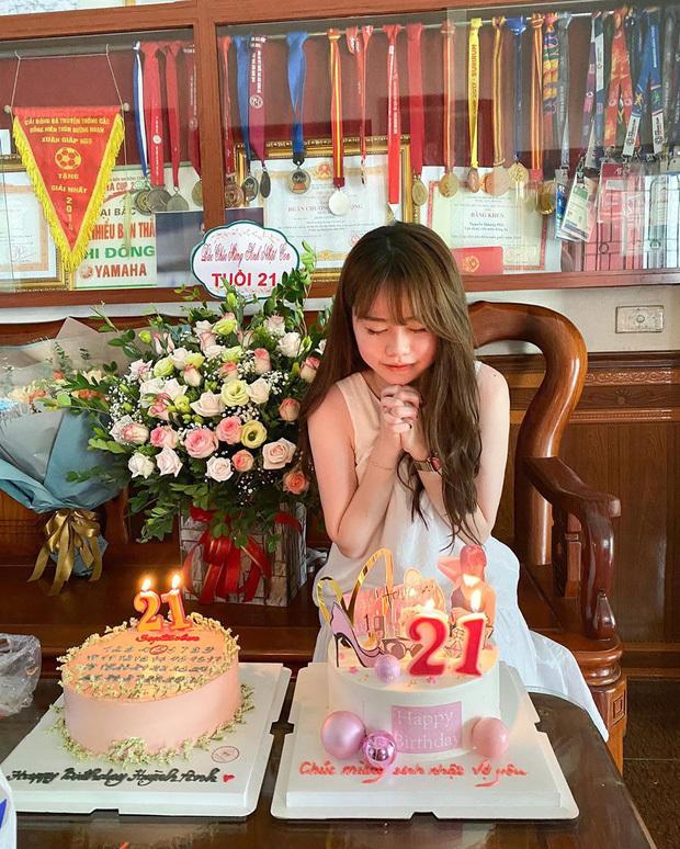 Quang Hải tình tứ bên bạn gái Huỳnh Anh, ngầm báo tin vui