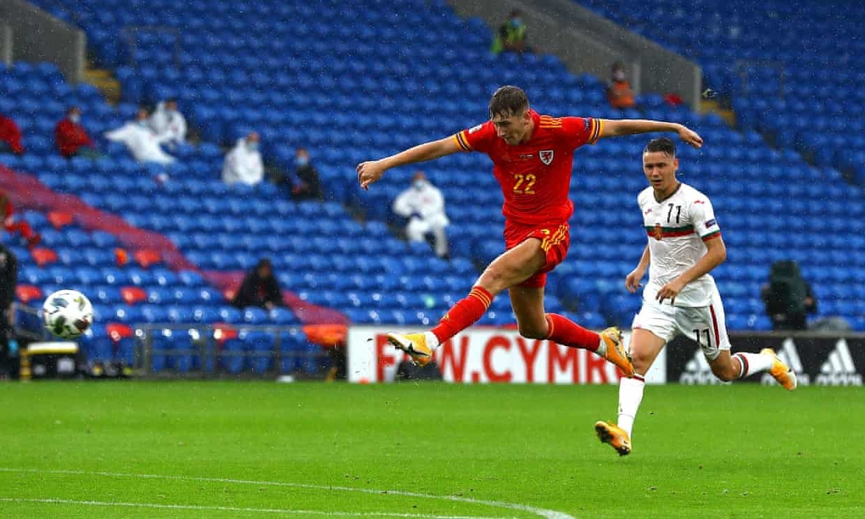 Bale mờ nhạt, xứ Wales bỏ tủi 3 điểm nhờ bàn thắng phút 94