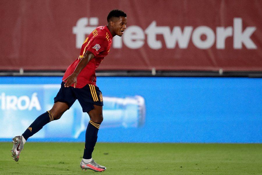 Ramos lập cú đúp, Tây Ban Nha nhấn chìm Ukraine