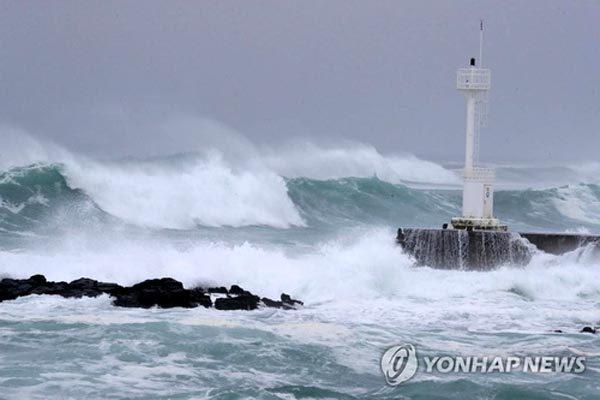 Bão Haishen rầm rập tiến tới, Hàn Quốc nâng cảnh báo cao nhất