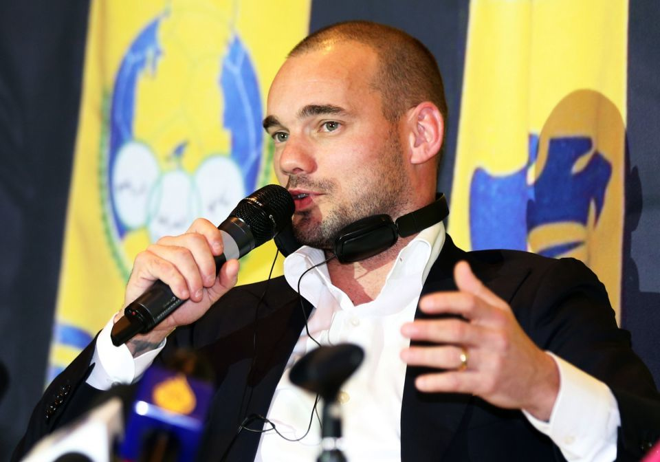 Sneijder nhận xét cực chất về hợp đồng 'bom tấn' MU