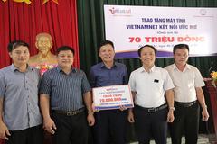 Báo VietNamNet tặng máy tính và máy in cho trường miền núi sau sáp nhập