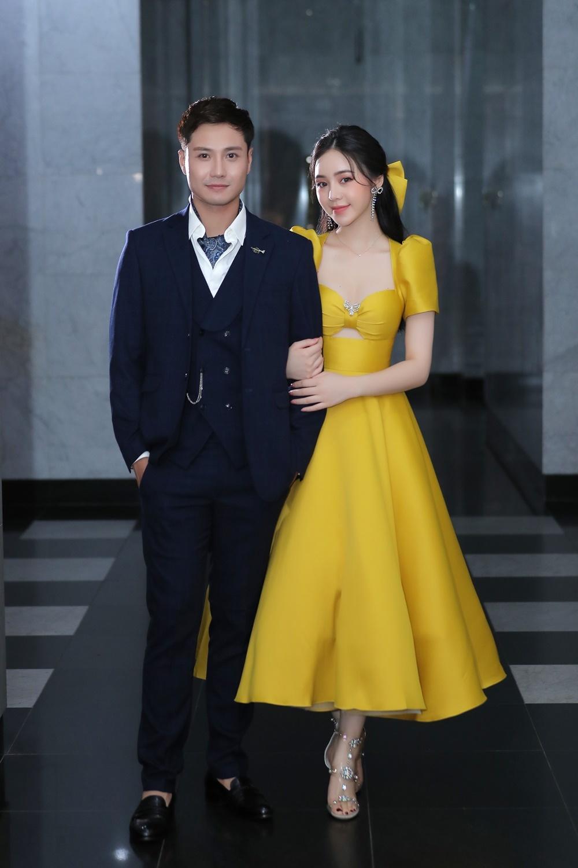 Quỳnh Kool đẹp dịu dàng e ấp bên Thanh Sơn