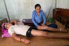 Con trai liệt giường nhiều năm, góa phụ nghèo cầu mong sự giúp đỡ