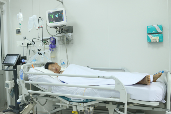 Bệnh nhân 54 tuổi ngộ độc pate Minh Chay vẫn yếu liệt tay chân