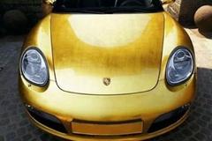 Số phận bí ẩn của chiếc Porsche Boxter mạ vàng đầu tiên trên thế giới
