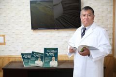 Cuốn sách về Fucoidan - giải pháp hỗ trợ người bệnh ung thư