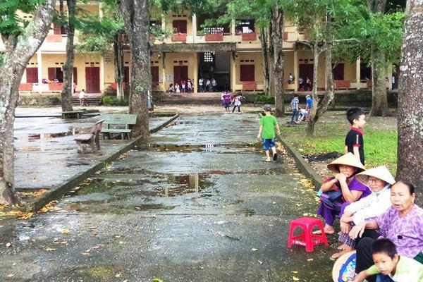 Hàng trăm phụ huynh ở Thanh Hóa không cho con tới lớp