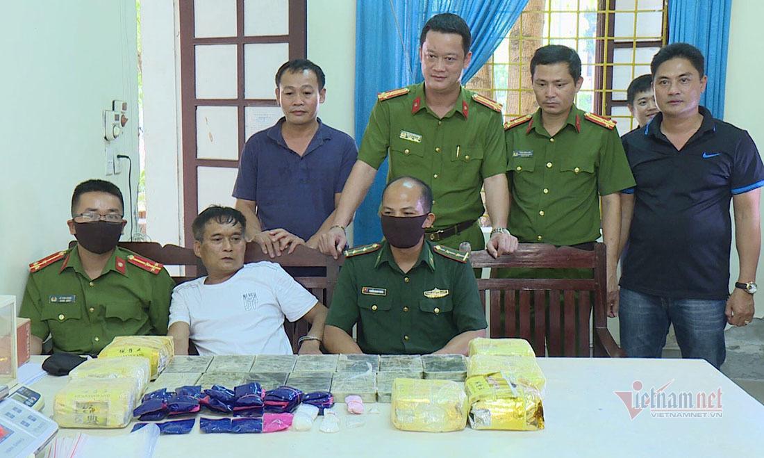 Bắt khẩn cấp 4 anh em họ hàng buôn bán hàng chục cân ma tuý