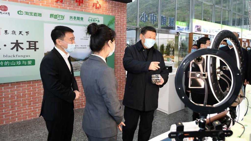 Quên ăn ngủ, vỡ mộng vì bán hàng qua livestream tại Trung Quốc