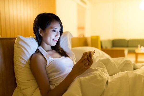 Một thói quen trước khi ngủ gây đủ loại bệnh