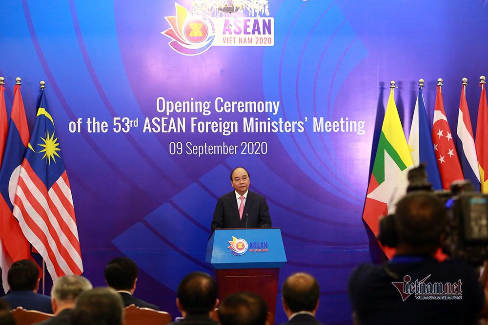 Thủ tướng: ASEAN 'tay trong tay, ngẩng cao đầu' tự tin tiến lên