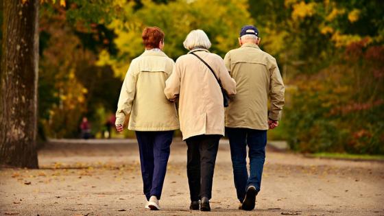 Người già không phiền con nhưng con không được vô tâm bỏ mặc cha mẹ