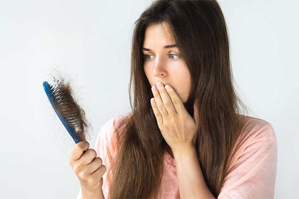 Rụng tóc liên tục đừng chủ quan, dấu hiệu cảnh báo một số bệnh nguy hiểm