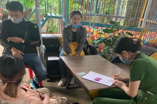 Nữ nhân viên y tế tiêm vắc xin bạch hầu 'chui' bị phạt 30 triệu đồng
