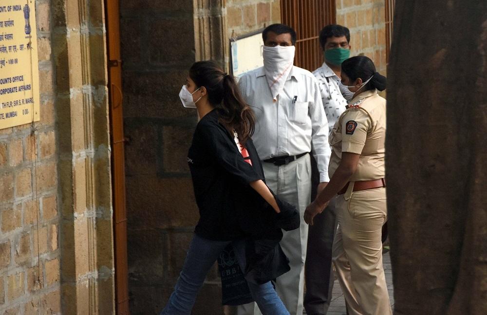 Diễn viên nổi tiếng Ấn Độ Rhea Chakraborty bị cảnh sát bắt giữ