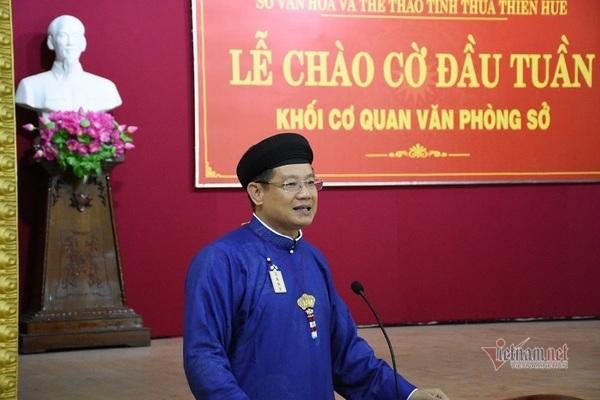 Giám đốc Sở VHTT tỉnh TT- Huế bỏ tiền túi hỗ trợ may áo dài cho công chức mặc