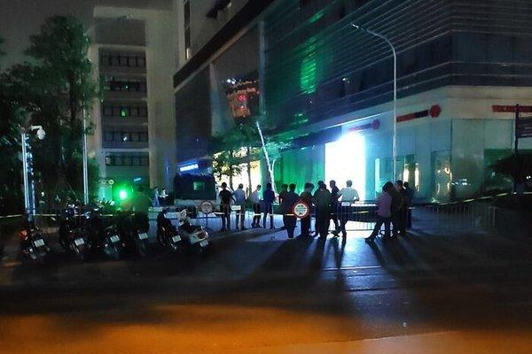 Đôi nam nữ rơi từ tầng cao chung cư ở Hà Nội xuống đất tử vong