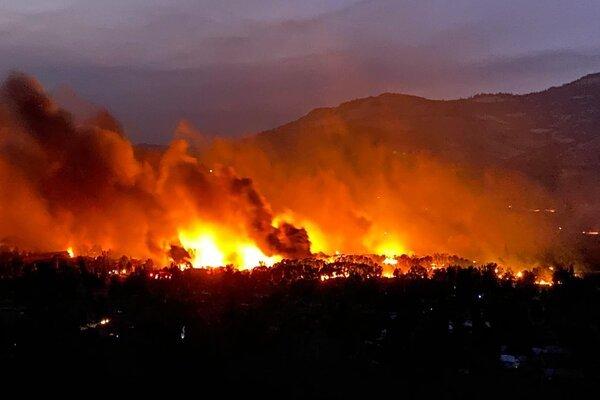 Cháy rừng lan rộng tại Mỹ, hàng nghìn người phải rời bỏ nhà cửa