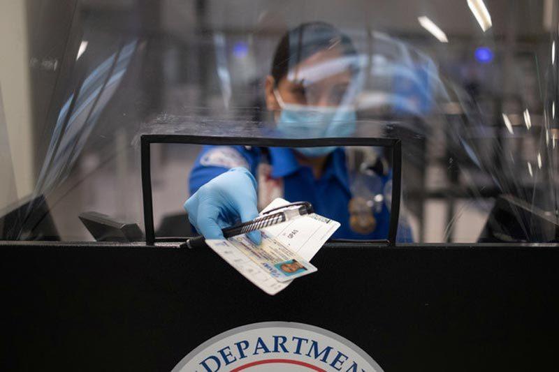 Mỹ bất ngờ hủy lượng lớn thị thực cấp cho người Trung Quốc