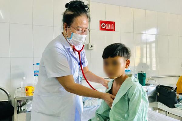 Gia đình 'cúng ma' để chữa bệnh, bé trai 11 tuổi nguy kịch