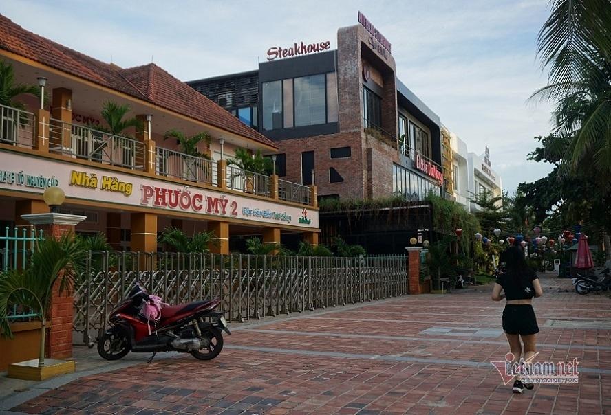 Người dân Đà Nẵng hối hả dọn dẹp để phục vụ khách trở lại