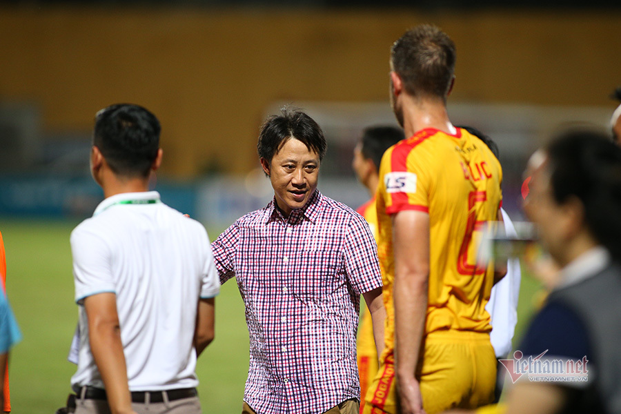 Bầu Đệ chơi không đẹp, HLV Thành Công chia tay Thanh Hoá