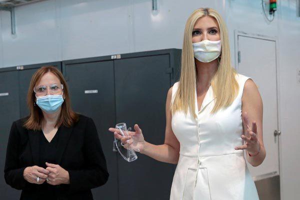 Ivanka Trump nhận thách đố livestream tiêm vắc-xin Covid-19