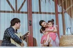 Chồng kém tuổi và 2 con xuất hiện trong MV mới của Ngọc Anh
