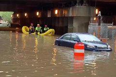 Mưa lũ 'nhấn chìm' Washington, nước tràn vào Nhà Trắng