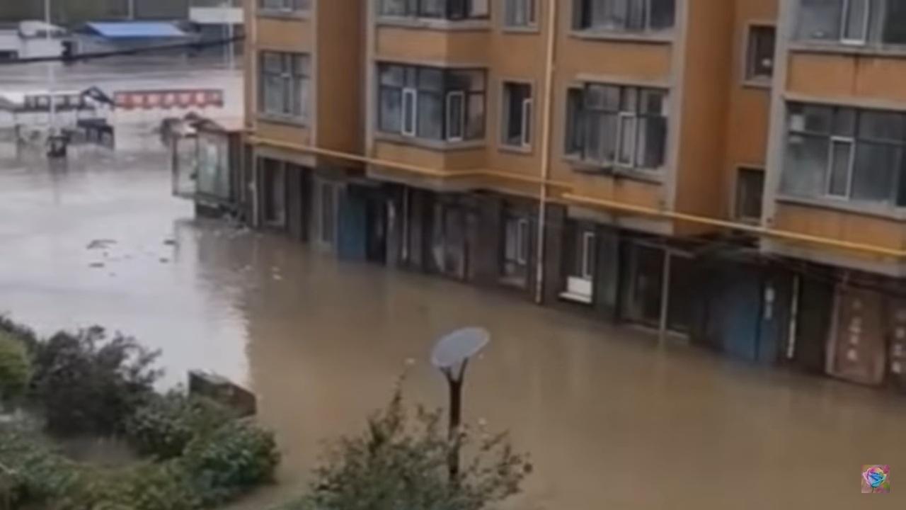 Mưa lớn, nhiều vùng tại Hắc Long Giang bị nước lũ 'nhấn chìm'