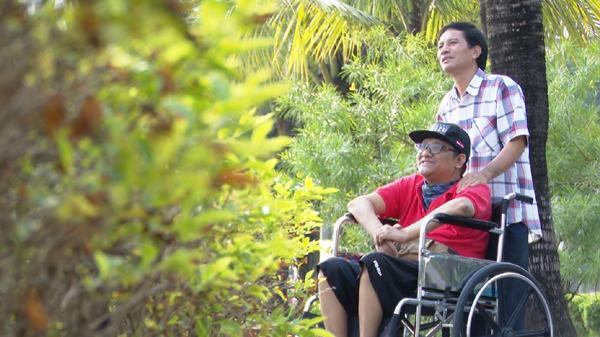 Nghị lực sống phi thường của rapper liệt tứ chi Đặng Minh Tuấn