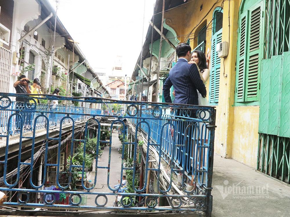 Dân hẻm Sài Gòn bức xúc vì người đến chụp hình gây ồn, mặc phản cảm