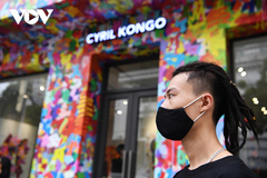 Artworks of Vietnamese-born graffiti artist go on display in Hanoi