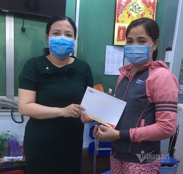 Trao hơn 62 triệu đồng cho bé Khánh Thuyên