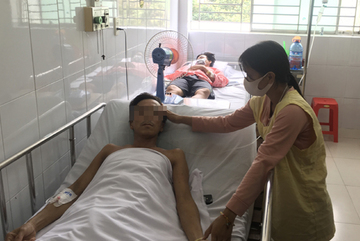 Cuộc chiến giành sự sống cho người đàn ông 'mang rắn vào viện cấp cứu'