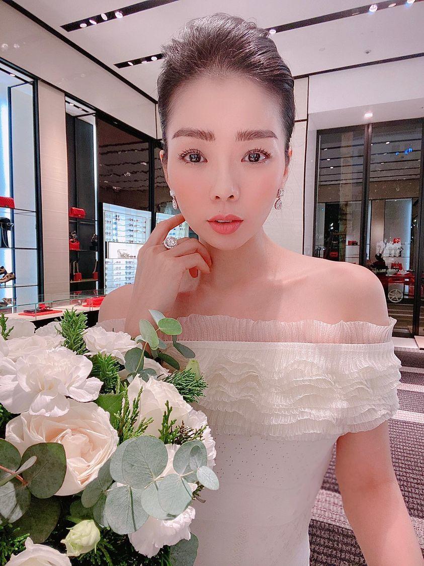 Diva Thanh Lam đẹp dịu dàng bên bạn trai bác sĩ