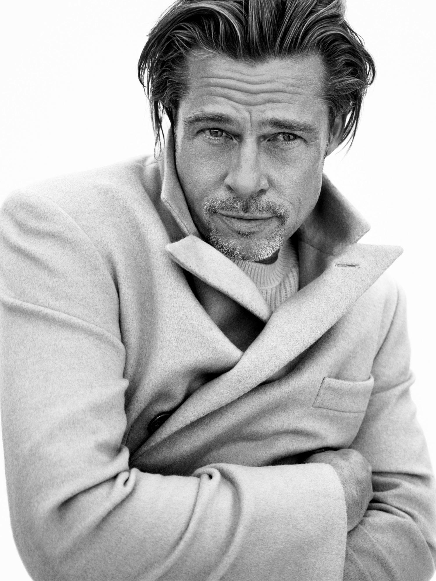 Brad Pitt cực phong độ khi làm người mẫu tuổi 57