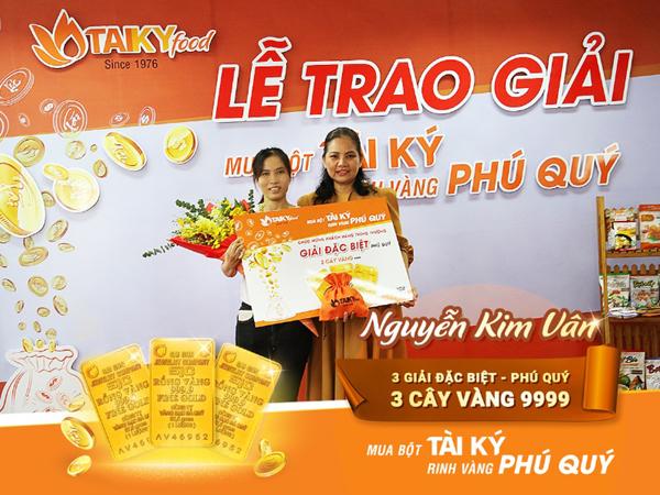 Tài Ký trao 8 cây vàng 9999 cho khách hàng may mắn