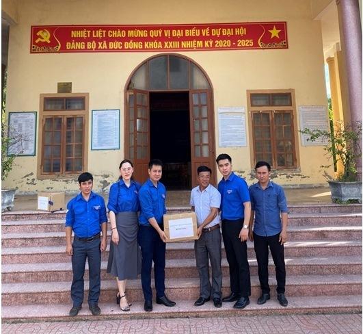 Đoàn Thanh niên Bộ TT&TT tiếp sức 'Cùng em đến trường'