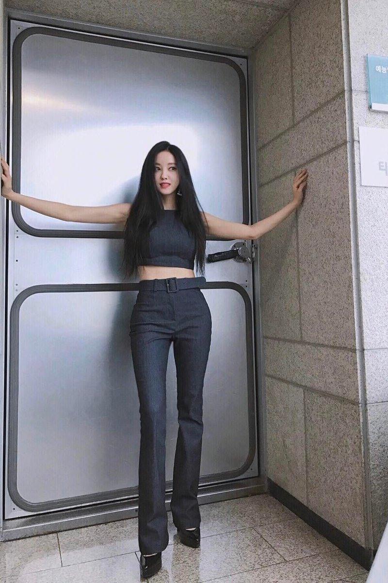 10 vòng eo thon siêu nhỏ đáng mơ ước của mỹ nhân Hàn