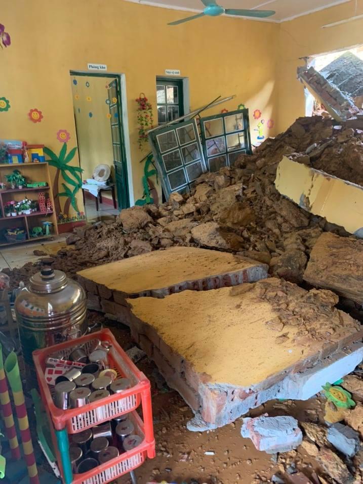 Hàng loạt trường học bị sập tường rào do mưa lớn ở Lào Cai