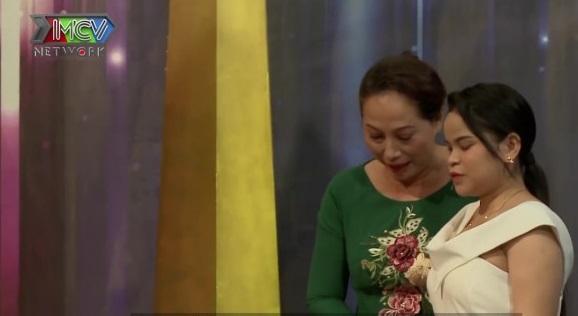 Mẹ chồng bất chấp dư luận, đón cô gái khiếm thị về làm dâu