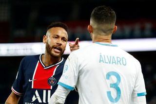 Neymar bị đuổi trong ngày PSG phơi áo, trọng tài rút 5 thẻ đỏ