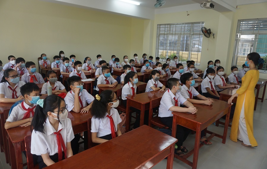 Hình ảnh khác lạ của học sinh Đà Nẵng trong ngày đầu đi học sau giãn cách