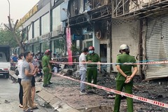Cháy dữ dội ở chi nhánh Ngân hàng Eximbank và nhà bên cạnh