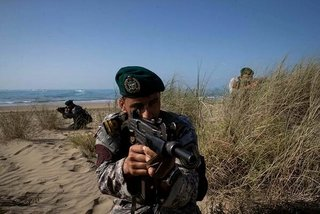 Xem Iran tập trận hoành tráng tại eo biển Hormuz