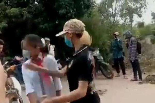 Nữ sinh lớp 7 ở Thanh Hóa bị đánh dã man trên đường đi học về