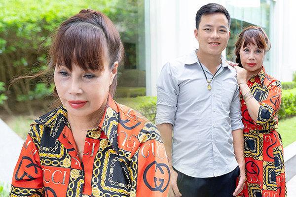 Cô dâu 62 tuổi ở Cao Bằng lần đầu công khai khuôn mặt bị chê méo thậm tệ sau thẩm mỹ, tiết lộ những tổn thương phía sau hàng trăm lời đồn suốt 2 năm bất ngờ nổi tiếng